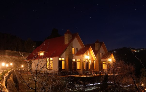 Maini's Hill Cottages at Night-time