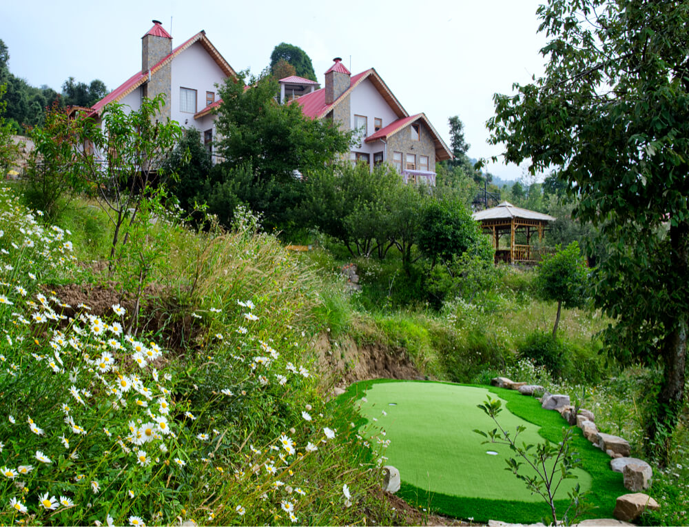 Practice Putting Green at Maini's Hill Cottages