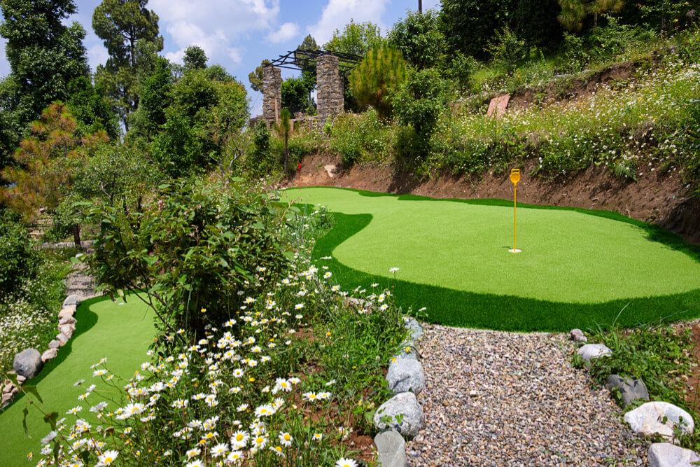 Mini Golf at Maini's Hill Cottages